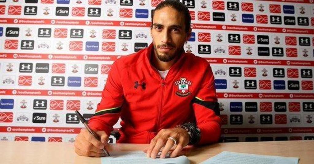 Claude Puel har hentet inn midtstopperen Martin Caceres til Southampton på en korttidskontrakt resten av sesongen.
