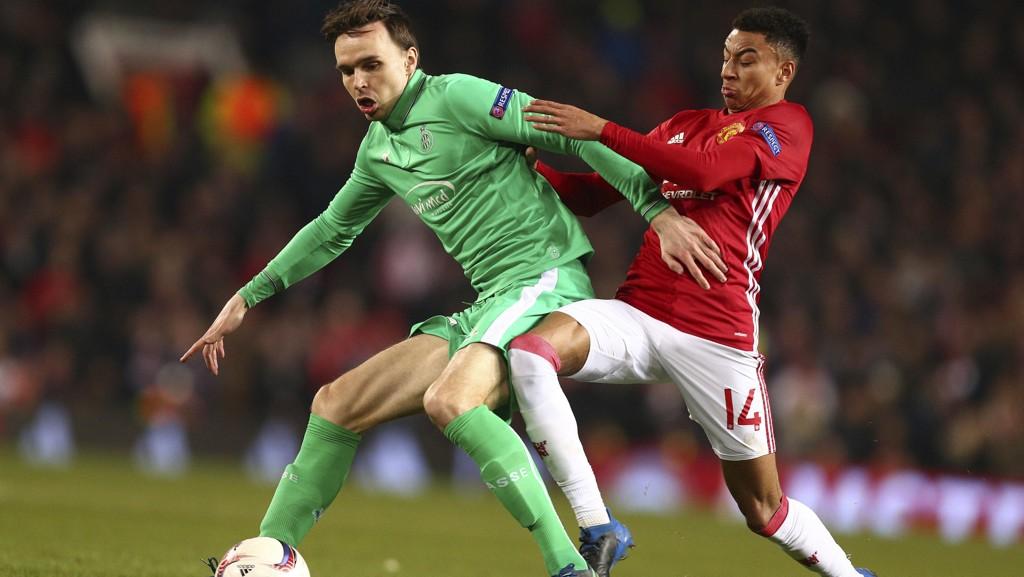 FIKK SPILLE: Ole Selnæs fikk de siste 20 minuttene mot United, og rakk å markere seg. Her i duell med Jesse Lingard.