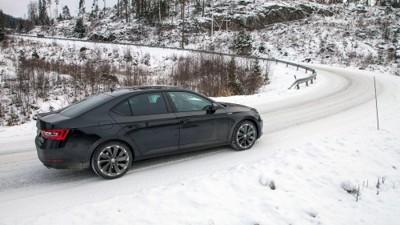 SPORTLINE: Den er lang, den er ganske billig, det er en Skoda - og den er oppsiktsvekkende spennende å kjøre.