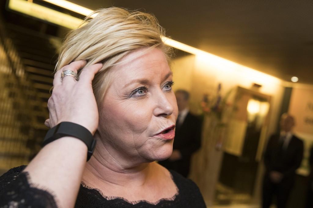 FÅR KRITIKK: Finansminister Siv Jensen (Frp) var torsdag kveld på Grand Hotel i Oslo på middag etter sentralbanksjefens årstale. Selv er hun innhabil i saker som omhandler Silver på grunn et nært vennskap med tidligere styremedlem Gro Myking i selskapet.