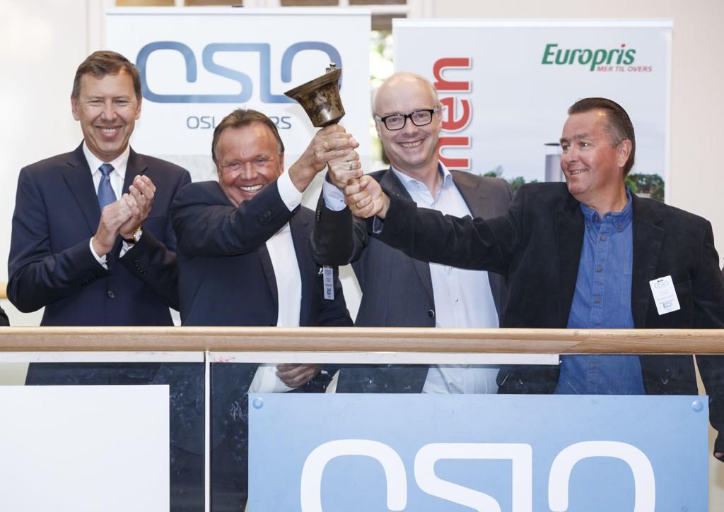 BØRSJUBEL. Styreleder i Europris, Tom Vidar Rygh (t.v.) , gründer Wiggo Erichsen, konsernsjef Pål Wibe og gründer Terje Høili da selskapet ble børsnotert for halvannet år siden. Tross oppgangen fredag ligger selskapet godt under prisen ved notering.