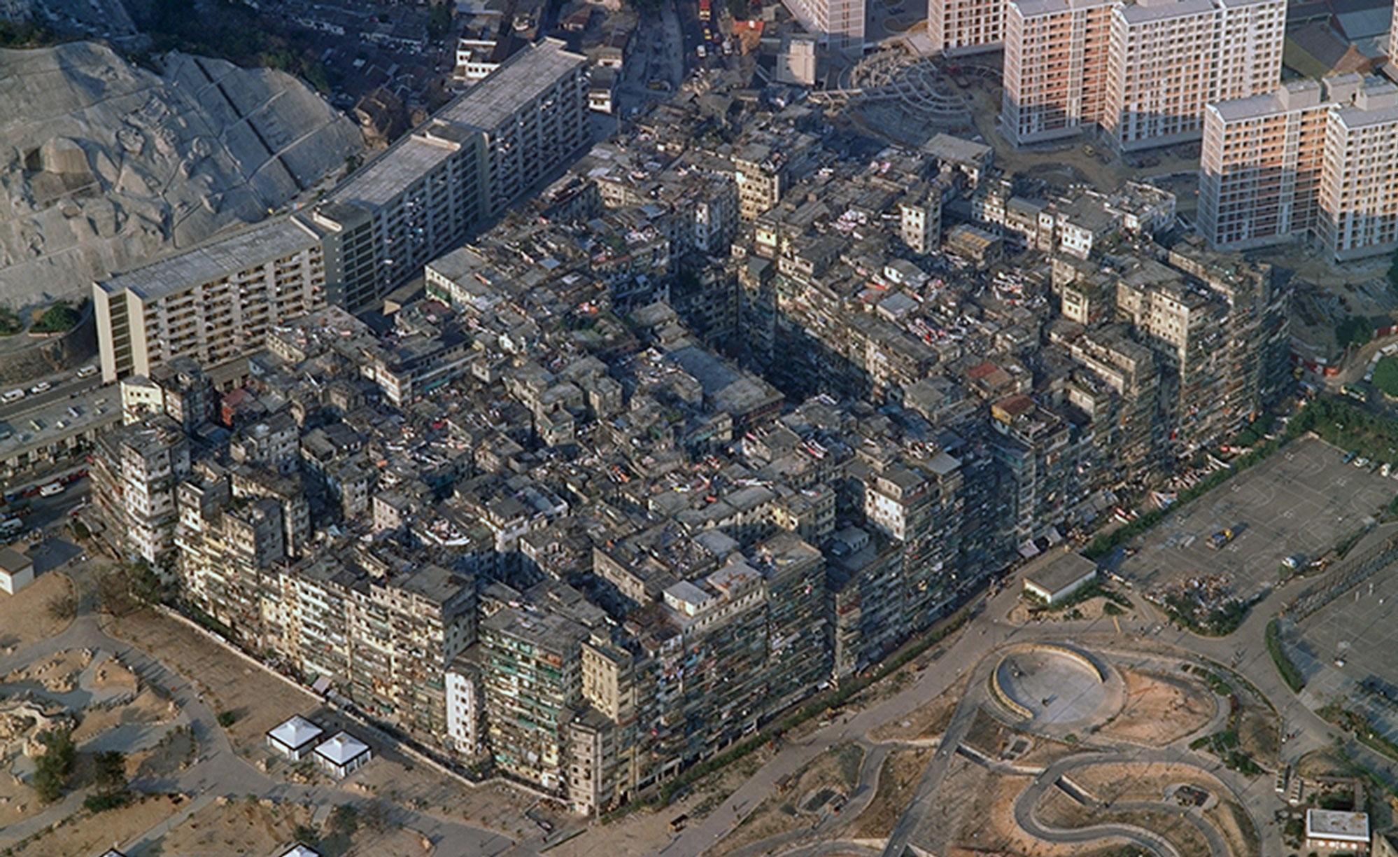 På et område tilsvarende tre fotballbaner bodde det over 33.000 personer i det som var en lovløs enklave i Hongkong.