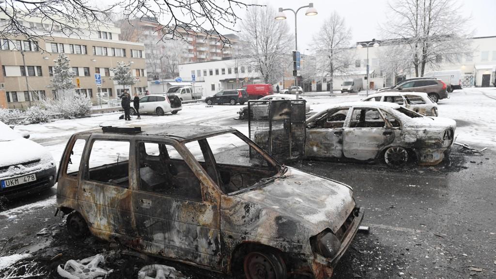 RINKEBY: Bilde av utbrente biler i Rinkeby, etter et uroligheter tidligere denne uken.