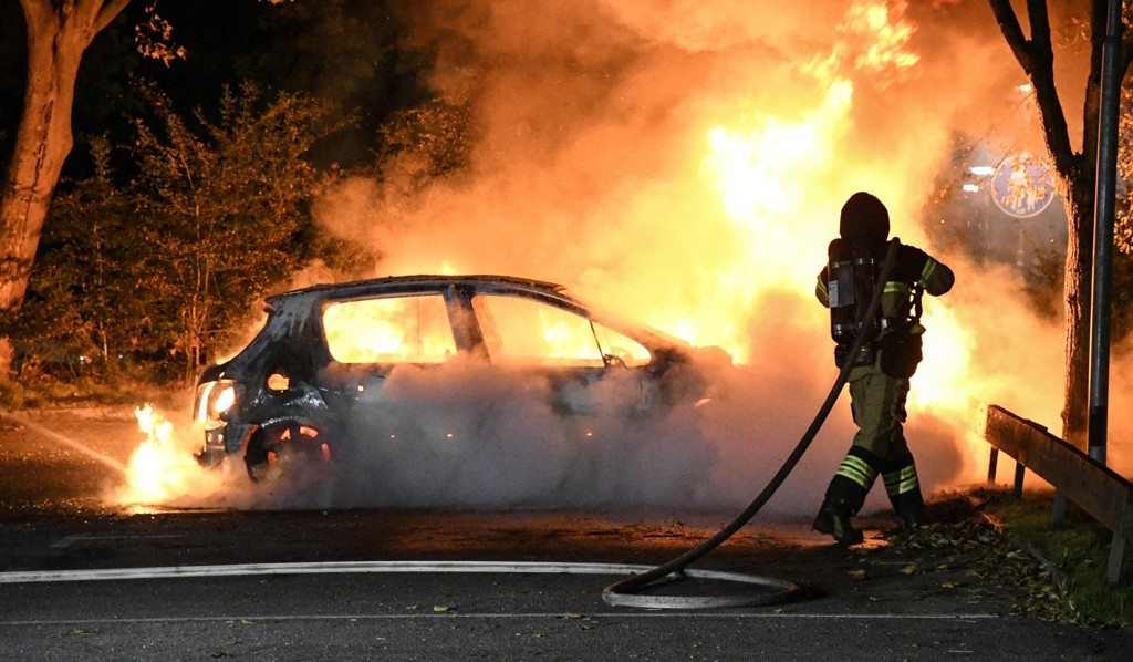 Redningsmannskaper slukket brannen i to biler på Hårds väg på Rosengård i Malmö. Bildet er fra august i fjor.