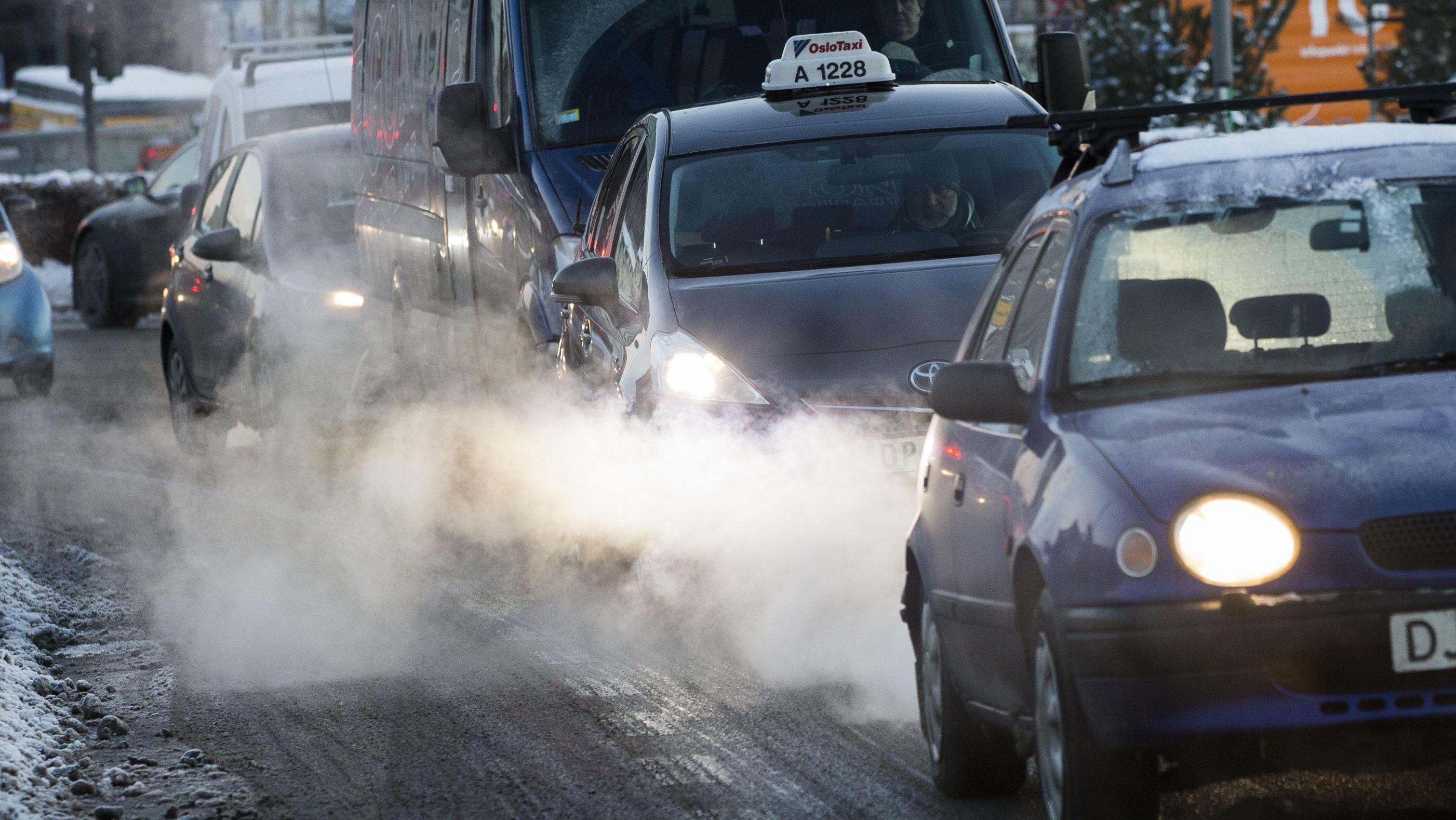 Nordmenn har ikke noe tro på at elbiler er mer miljøvennlige enn tradisjonelle biler.