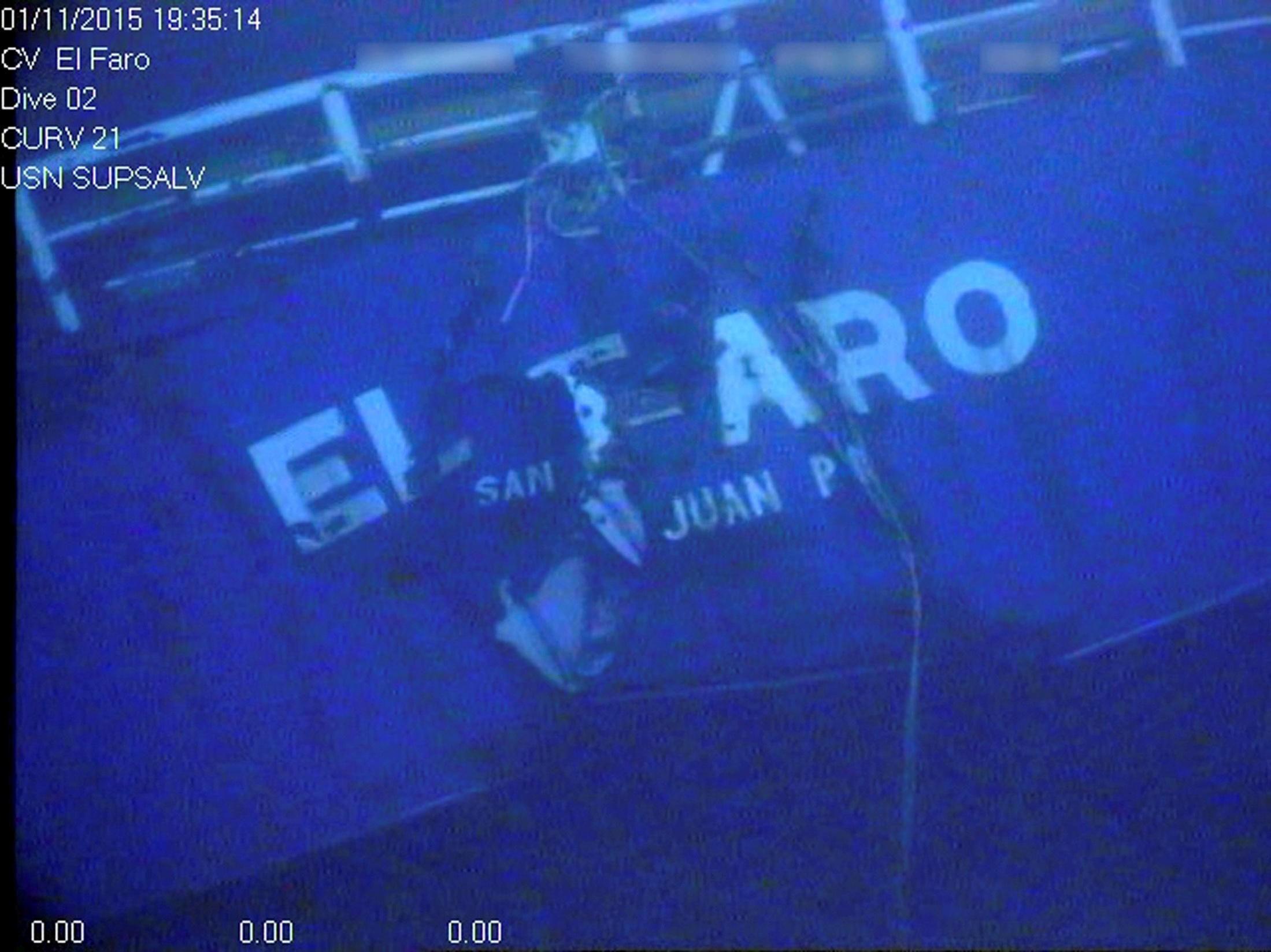 AKTERET til El Faro fotografert på havbunnen.