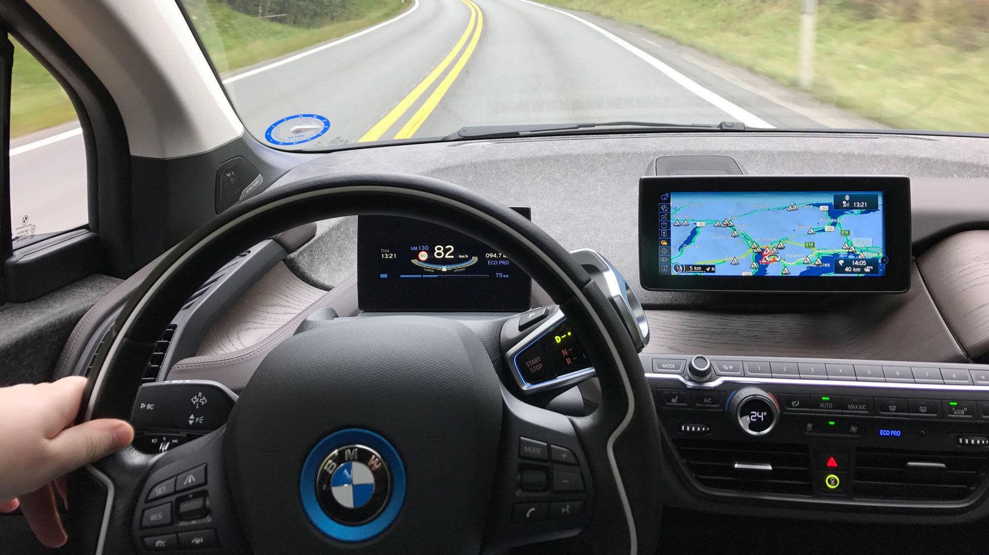 STORT AVVIK: Avviket mellom den oppgitte rekkevidden på BMW i3 i NEDC sammenliknet med EPA er på hele 70 prosent. NEDC er den europeiske, men lite troverdige rekkeviddestandarden, mens EPA er amerikansk og oppgir erfaringsmessig mye mer realistiske tall.