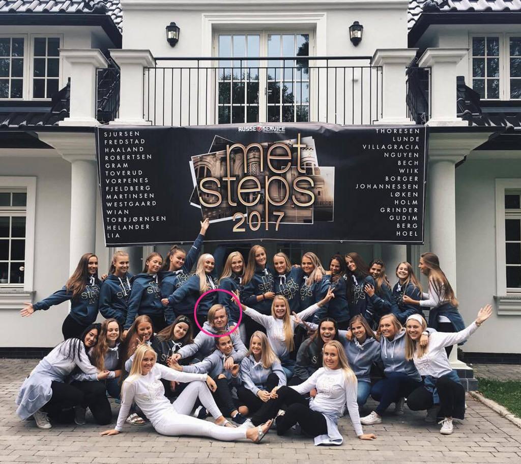 Emil Holm er på russebussen Flip Your Lid med 27 jenter. Heldig, sier vi!