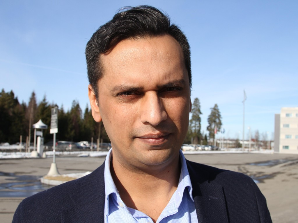 OPPBEVARINGSPLASS: Stortingsrepresentant Mudassar Kapur (H) mener dagens introduksjonsprogram for flyktninger har blitt en oppbevaringsplass.