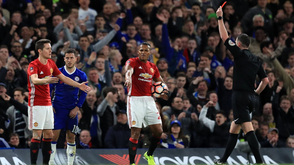UTVIST: Ander Herrera ble utvist under Manchester Uniteds FA-cupoppgjør mot Chelsea.