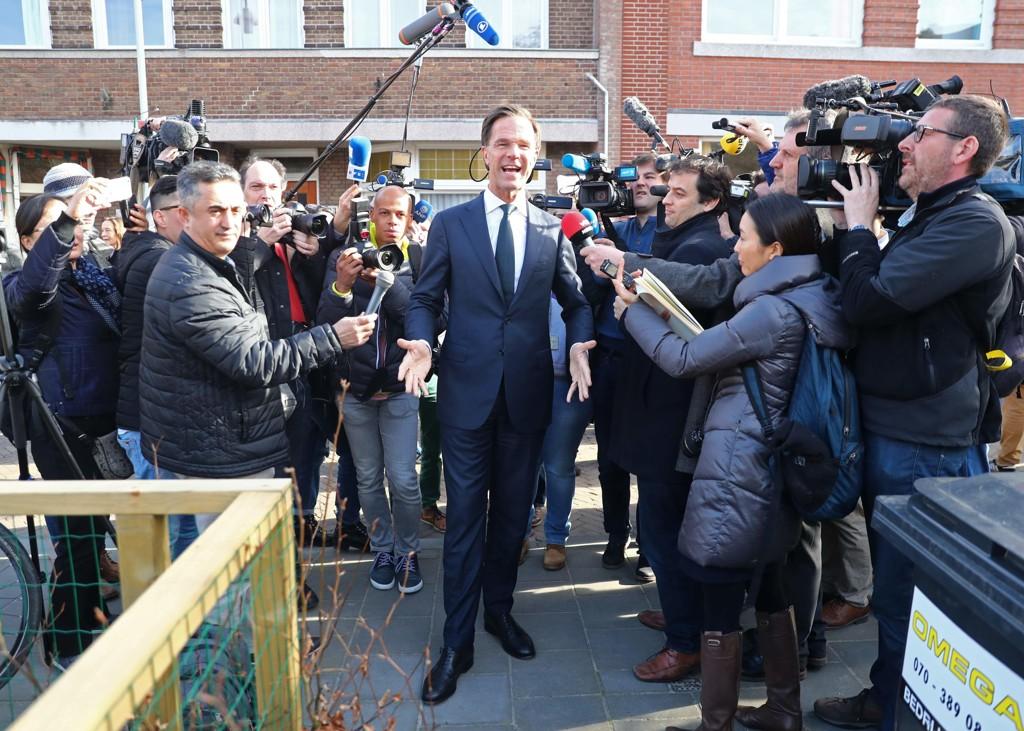 Netherlands regjerende statsminister Mark rutte ankommer valglokalene i Haag onsdag.