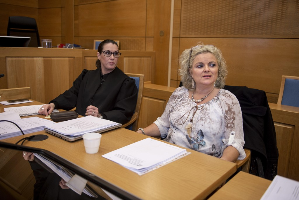 KREVENDE SAK: Det forteller Merete Hodnes advokat Linda Ellefsen Eide (t.v.) hos Advokatfirmaet Elden. Hodne (t.h.) nektet Malika Bayan frisørtime i salongen hennes.