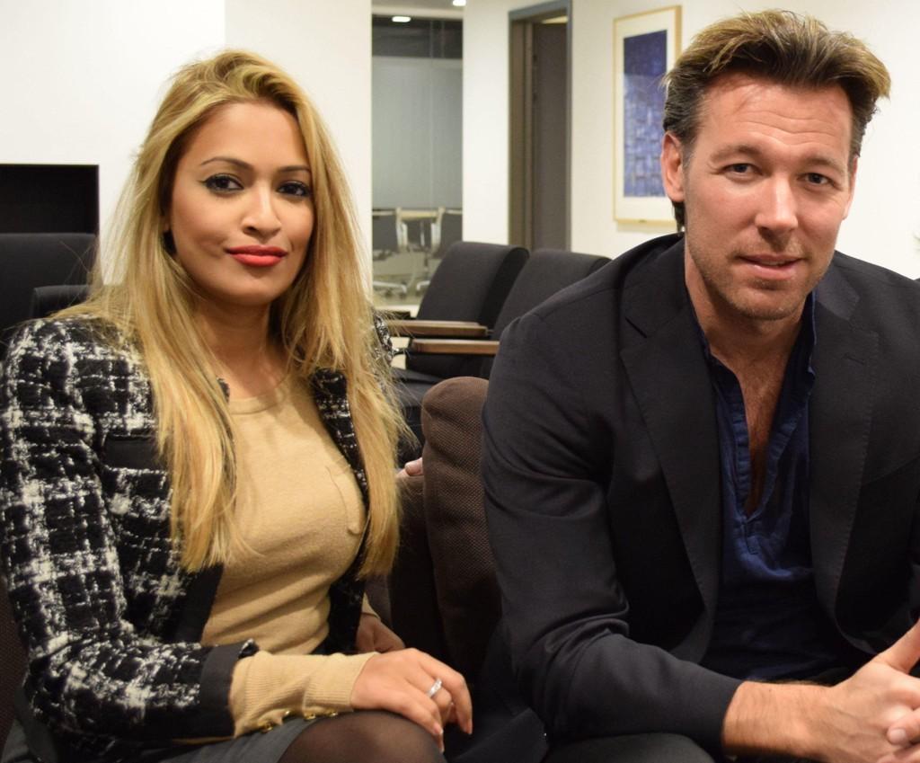 SØKSMÅL:Den norske filmgründeren og skuespilleren Ryan Wiik har saksøkt sin tidligere forretningspartner, og tidligere BBC-nyhetsanker, Tasmin Lucia-Khan (på bildet) for å ha seksuelt manipulert ham. Her da de møtte Side3 i 2016.