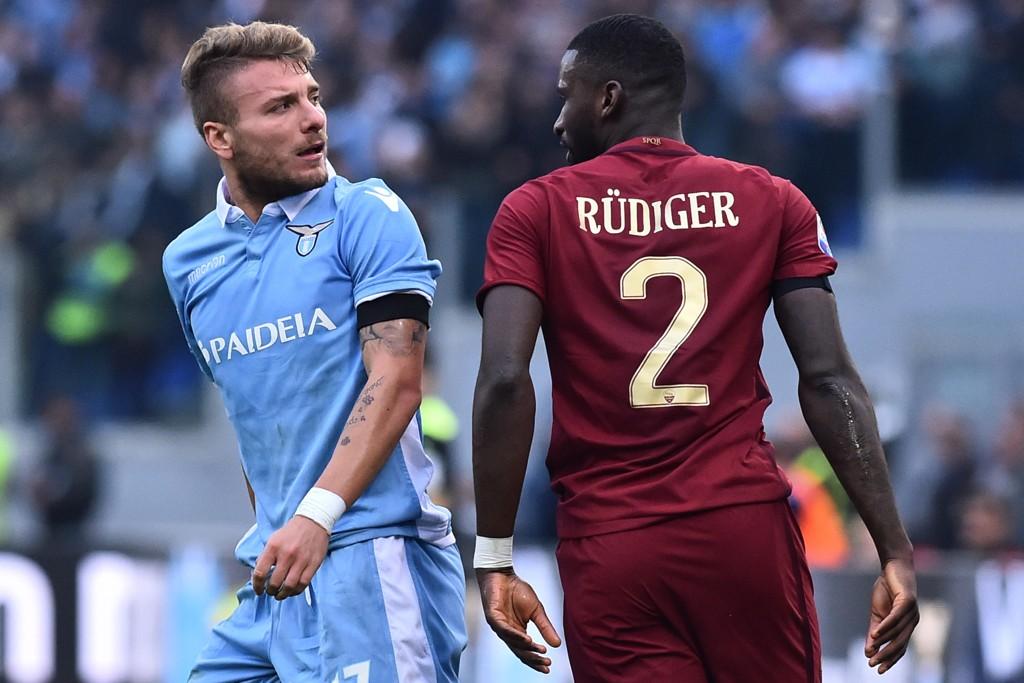 TIL CITY? Romas Antonio Rüdiger kobles til Manchester City. Her fra byderbyet med Lazio.