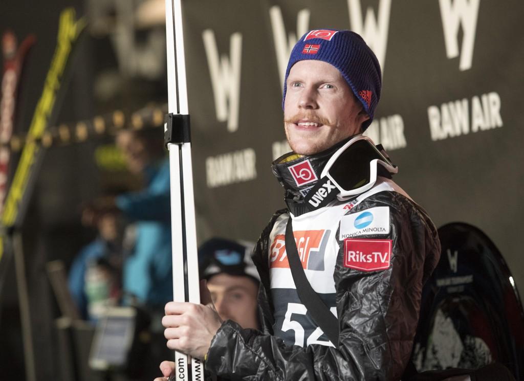 TIDENES LENGSTE: Robert Johansson satte en sensasjonell verdensrekord i Vikersundbakken lørdag.