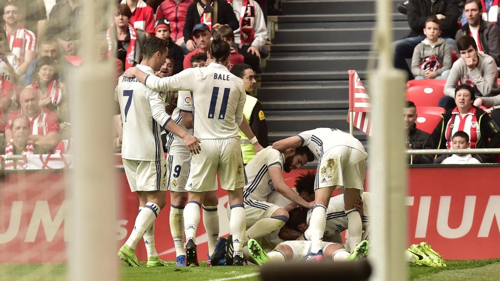 JUBEL: Real Madrid-spillerne kunne feire tre viktige poeng i kampen om ligatittelen i La Liga.