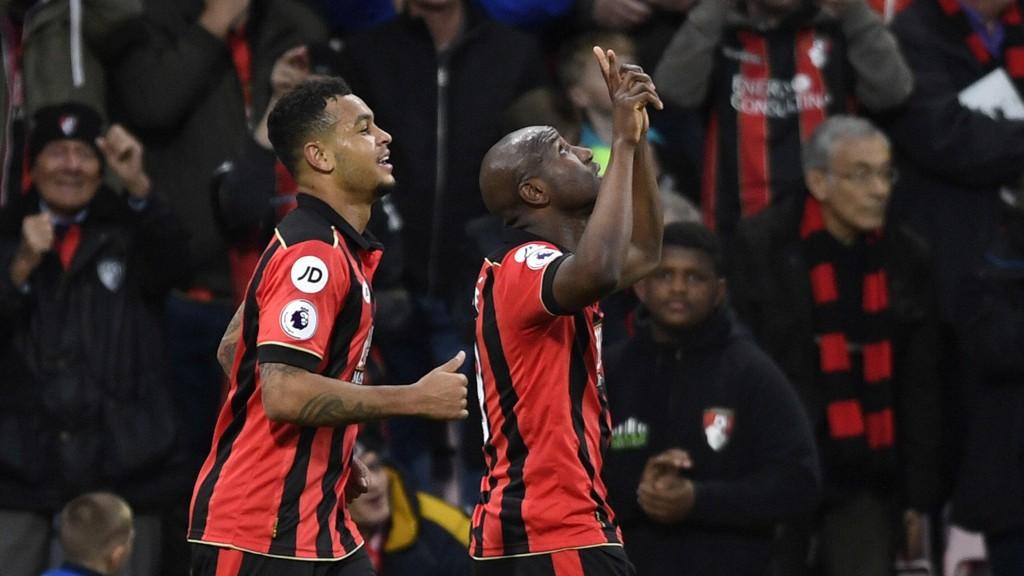 JUBELRUS: Joshua King og Benik Afobe kunne juble over tre poeng for Bournemouth.