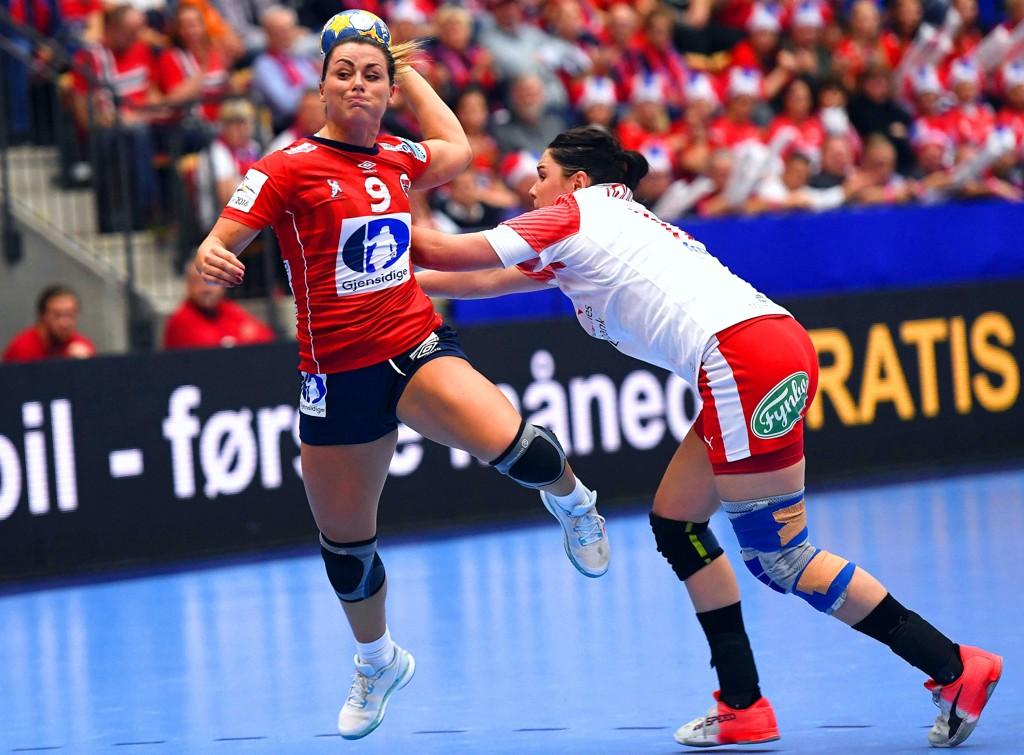 LOT SEG IKKE STOPPE: Nora Mørk og Norge sikret seg en ny Golden League-triumf etter en seier over Danmark. Bildet er fra en tidligere kamp.