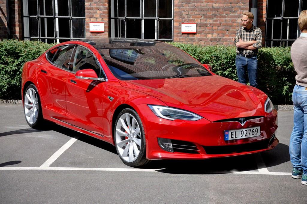 VIL KUTTE AVGIFTSFRITAK: Om Senterpartiet får viljen sin blir det trolig færre nye Teslaer på norske veier i årene som kommer