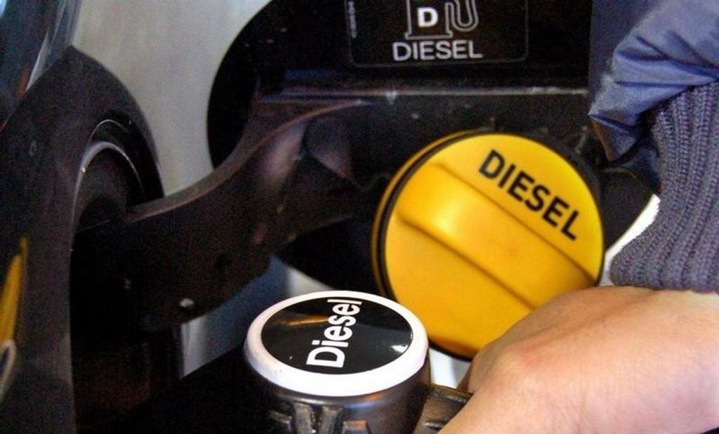 MINDRE: Færre velger diesel og bensin.