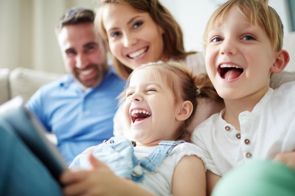 TRYGG VEILEDNING: Veiledning med kjærlighet og grenser er fremdeles den beste måten å skape trygge barn på. De blir også lykkeligere som voksne, viser ny stor studie.