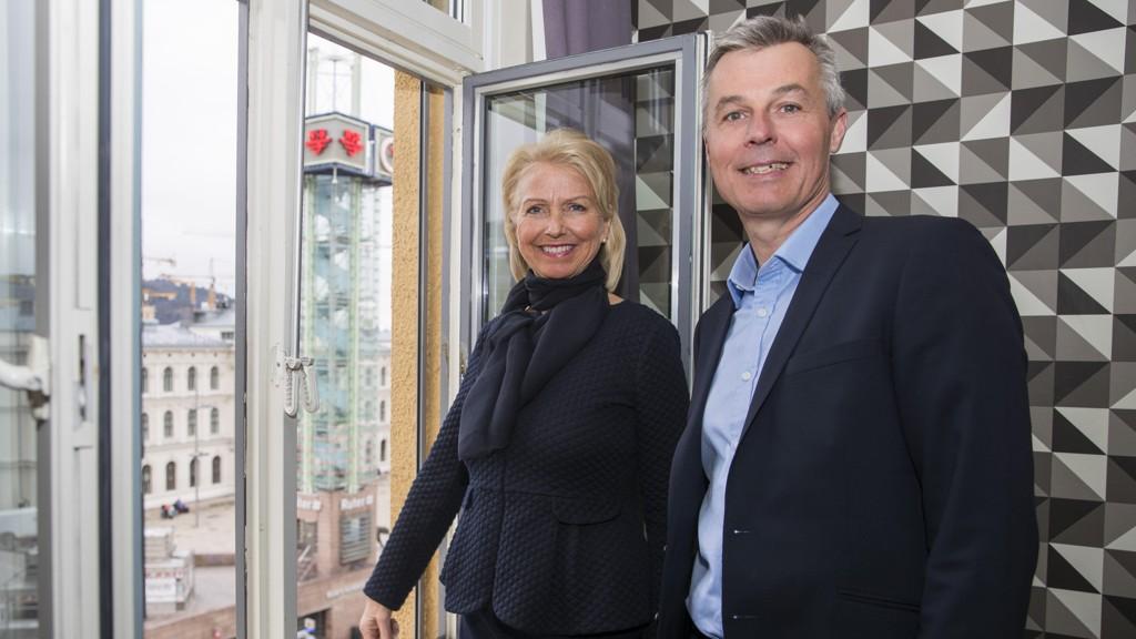 SJ NORGE: Styreleder i SJ Norge Berit Kjøll og administrerende direktør i SJ Sverige Crister Fritzson holder pressekonferanse i Oslo mandag om en mulig innføring av togdrift for SJ på norske skinner.