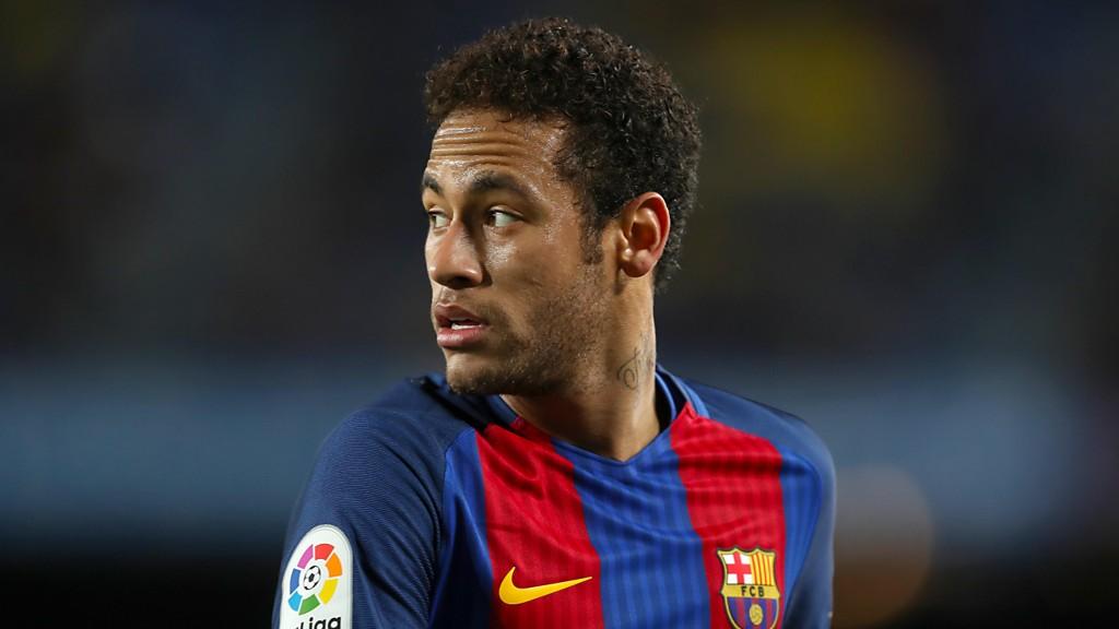 FLØRTER MED ENGLAND: Neymar innrømmer at han gjerne vil prøve seg i Premier League.