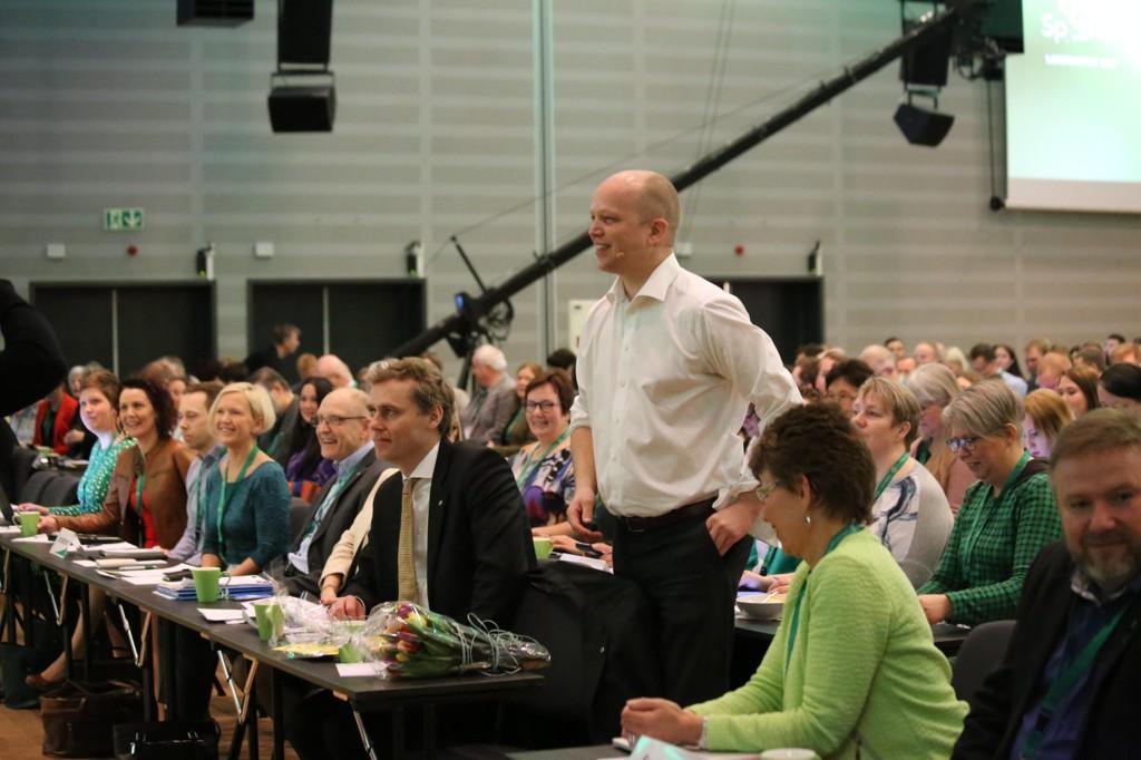Sentralstyret i Senterpartiet ønsket ikke noen resolusjon mot velferdsprofitører, men et flertall på landsmøtet gikk inn for å diskutere saken.