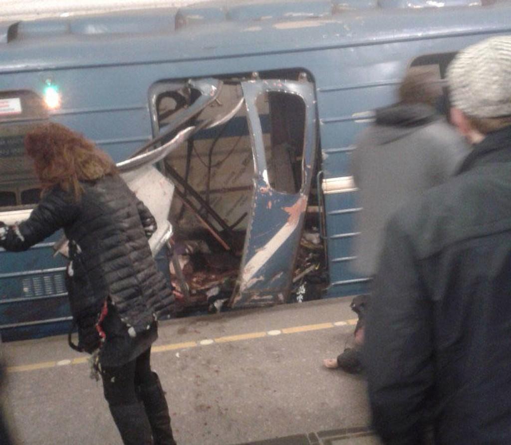 Dette bildet skal angivelig være tatt like etter at t-banen i St. Petersburg ble rammet av eksplosjon mandag.