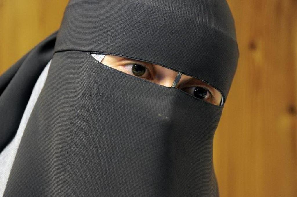Leyla Hasic bruker det heldekkende ansiktsplagget nikab.
