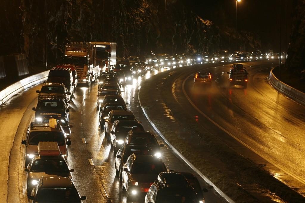 MYE TRAFIKK: Statens vegvesen har forsøkt å redusere den store trafikken inn til Bergen, med vekslende hell.