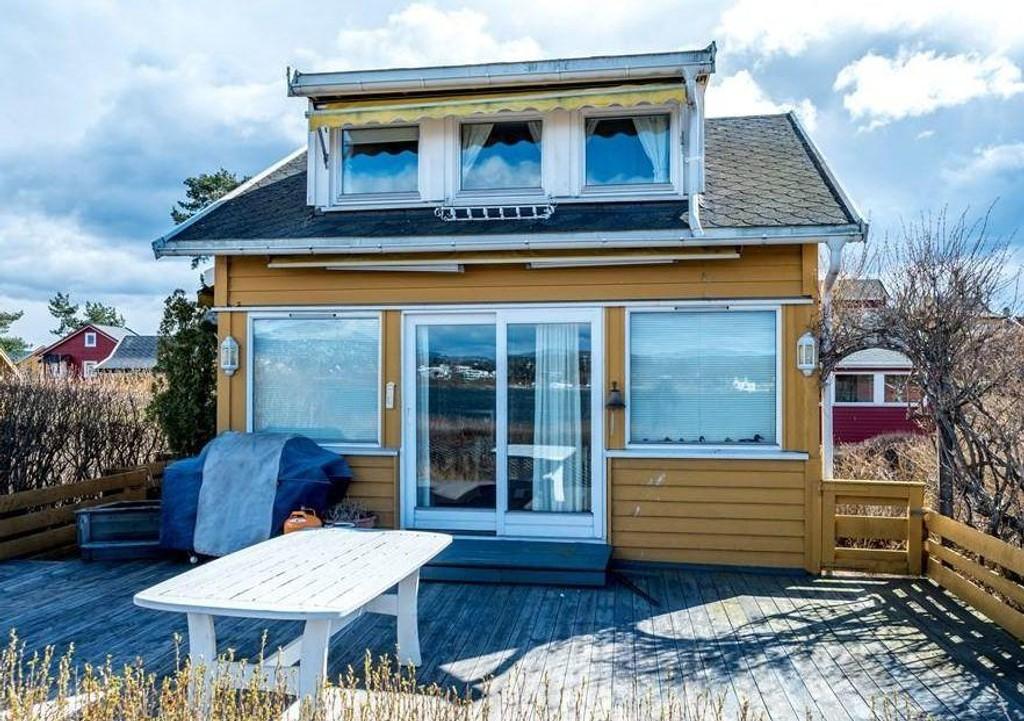 KAN SLÅ REKORDEN: Denne minihytta på Nakholmen ligger ute for salg for 4,6 millioner kroner. Selges den for noe nært prisantydning vil den slå prisrekorden som fra før er på 4,45 millioner korner for småhytter i Indre Oslofjord. Foto: Privat