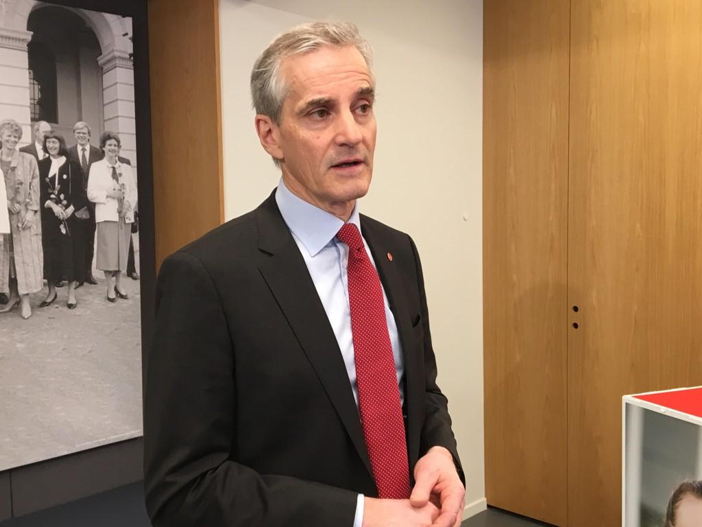 TROR PÅ SKIFTE: Ap-leder Jonas Gahr Støre møtte tirsdag pressen i forkant at partiets landsmøte til helgen. Støre sier han er optimistisk til tross for nedgangen på meningsmålingene den siste tiden.