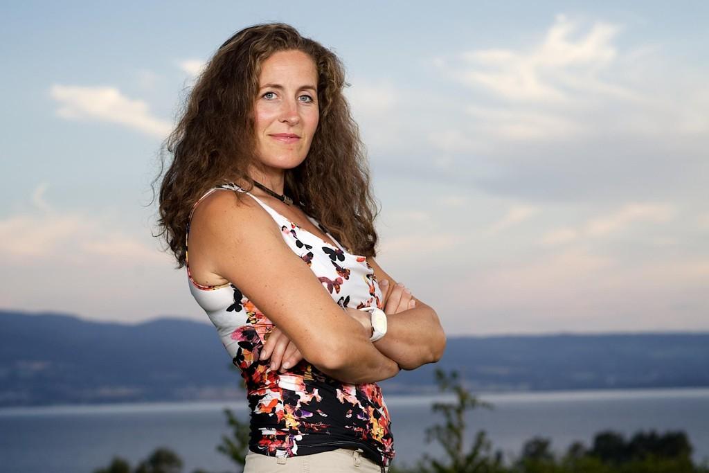 Sp-politikeren og Farmen-deltakeren Magnhild Vik ble tatt i laserkontroll i Søvika 2. påskedag. Avisen skriver at hun ble tatt i 103 km/t i 80-sonen.