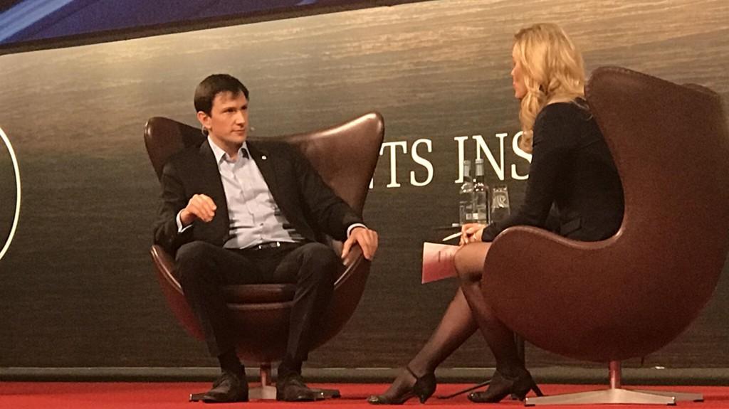 Oxford-forskeren Chris Kutarna intervjues av Lillian Gjerulf Kretz på Presidents Institute i København.