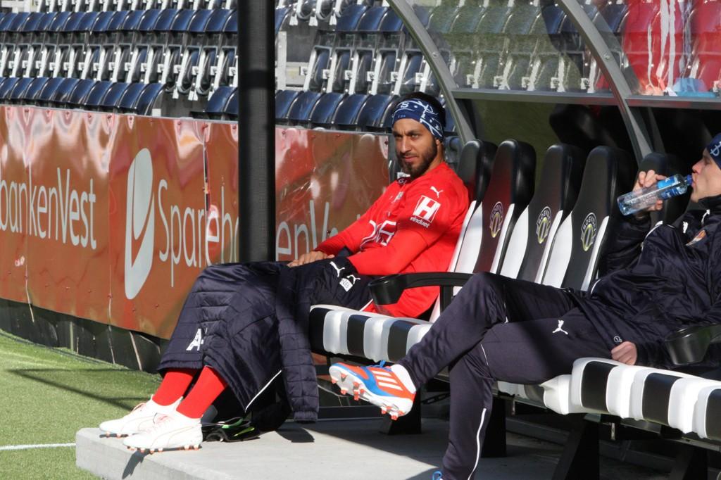 Sousha Makani satt på benken da Strømsgodset spilte 1-1 i Sogndal sist helg. Foto: Christian Blom / NTB scanpix