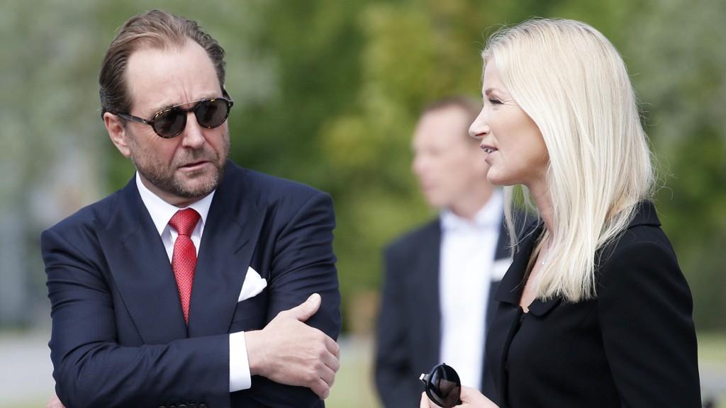VIL HJELPE FRISK ASKER: Kjell Inge Røkke og Anne Grete Eidsvig går inn med et større beløp for å hjelpe Frisk Asker bygge fotballanlegg.