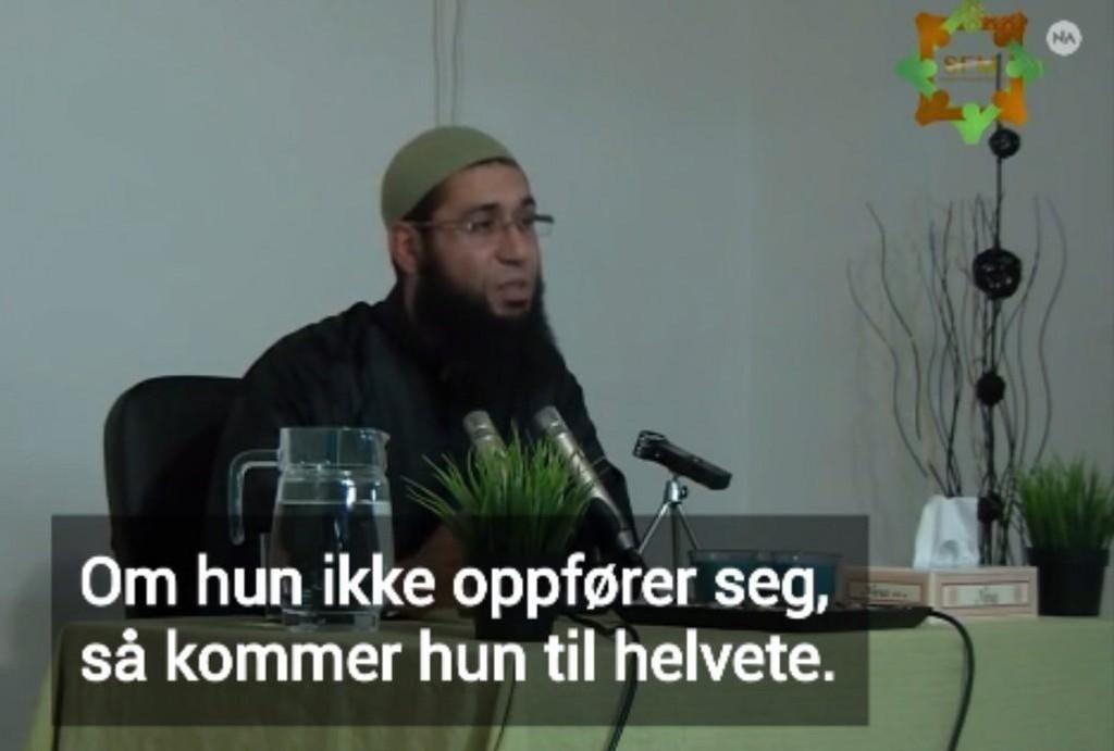 I videoen foreleser Muadh Zamzam ved Foreningen Sveriges förenade muslimer (SFM) i Gøteborg at jenter på 12 år havner i helvete. Han sammenligner også kvinners påkledning med sjokoladepapir.