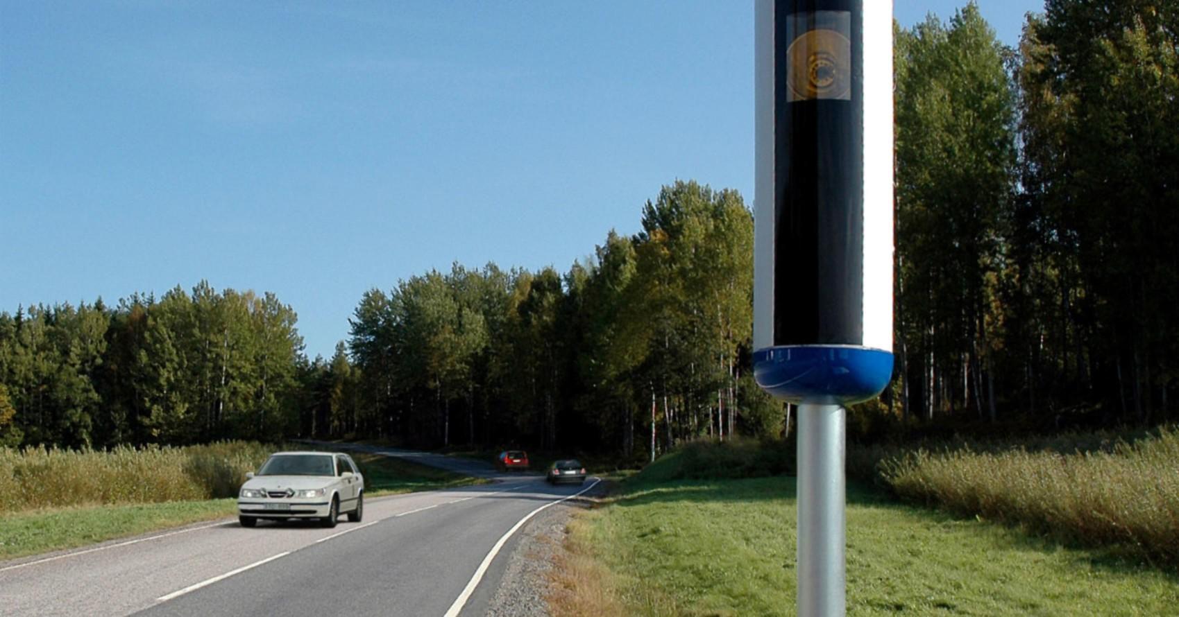 Fotoboksene i Sverige er ikke populære,. de heller. En bilist ble faktisk såpass irritert at han både fjernet den og deretter satte fyr på den! Illustrasjonsofoto