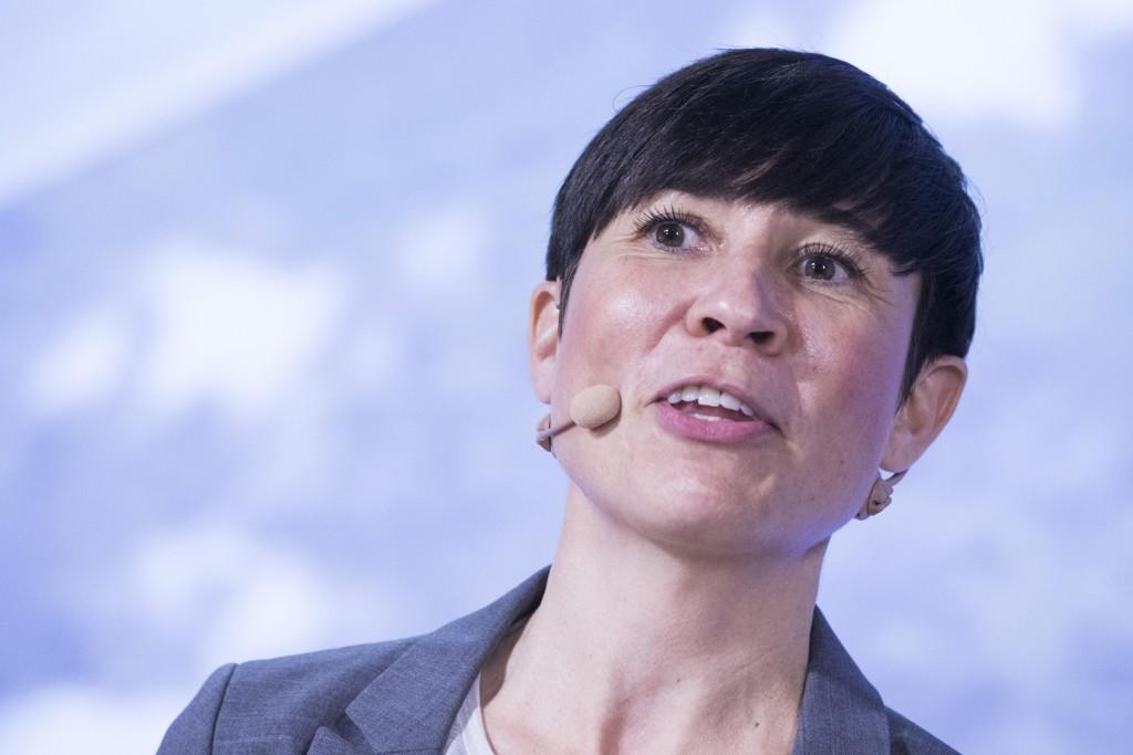 UBÅTKJØP: Forsvarsminister Ine Eriksen Søreide (H) holder sitt innlegg etter å ha mottatt Forsvarets årsrapport 2016 under en pressekonferanse i Forsvarsdepartementet i Oslo onsdag.