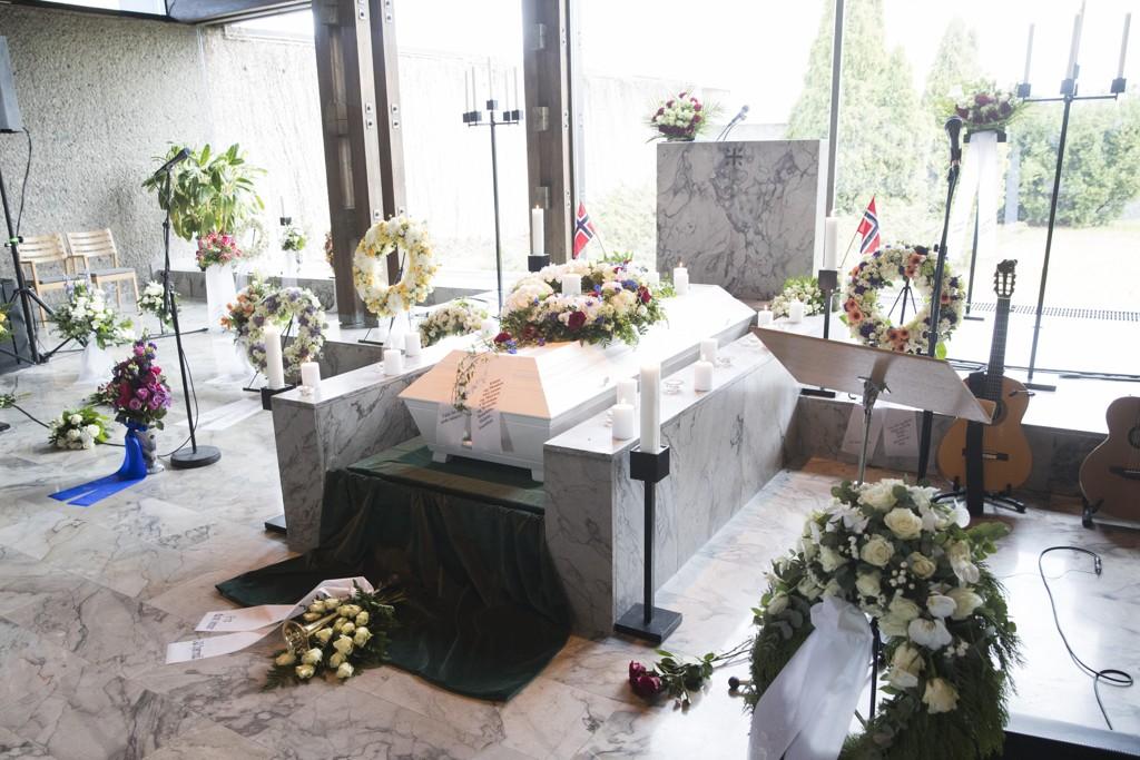 BISATT: Journalist og programleder Knut Borge ble bisatt fra Haslum krematorium fredag.