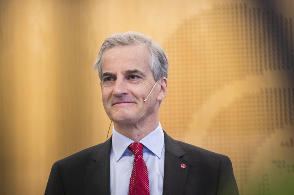 ASYLPOLITIKK: – Jeg mener samtidig at vi ikke skal gå inn og endre lover og regelverk nå som sender signaler om at den norske politikken er i endring, sier Ap-leder Jonas Gahr Støre om den norske asylpolitikken.