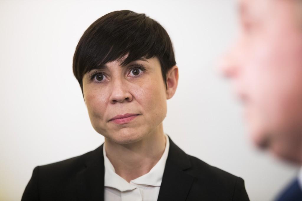 Forsvarsdepartementet og forsvarsminister Ine Eriksen Søreide (H) ble 23. mars i år gjort kjent med at to dokumenter som er sikkerhetsgradert etter sikkerhetsloven §11, var lekket.