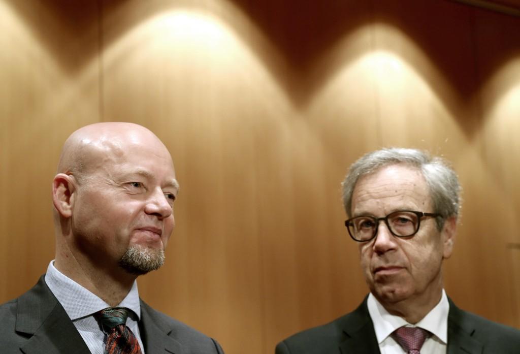 De 8.000 milliardene i Statens pensjonsfond gjør det fristende for mange interessegrupper å styre hva oljefondet sjef Yngve Slyngstad (t.v) og sentralbanksjef Øystein Olsen skal gjøre med fondet.