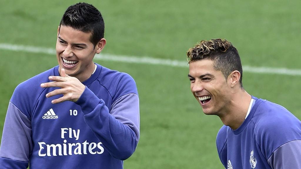 MANCHESTER CALLING?: James Rodríguez (til venstre) kan være på vei til Manchester United. Her sammen med en annen tidligere United-stjerne, Cristiano Ronaldo.