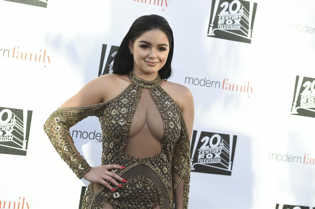 Ariel Winter knipset under et Modern Family-event i Los Angeles i begynnelsen av mai. Hun har rollen som Alex i TV-serien.