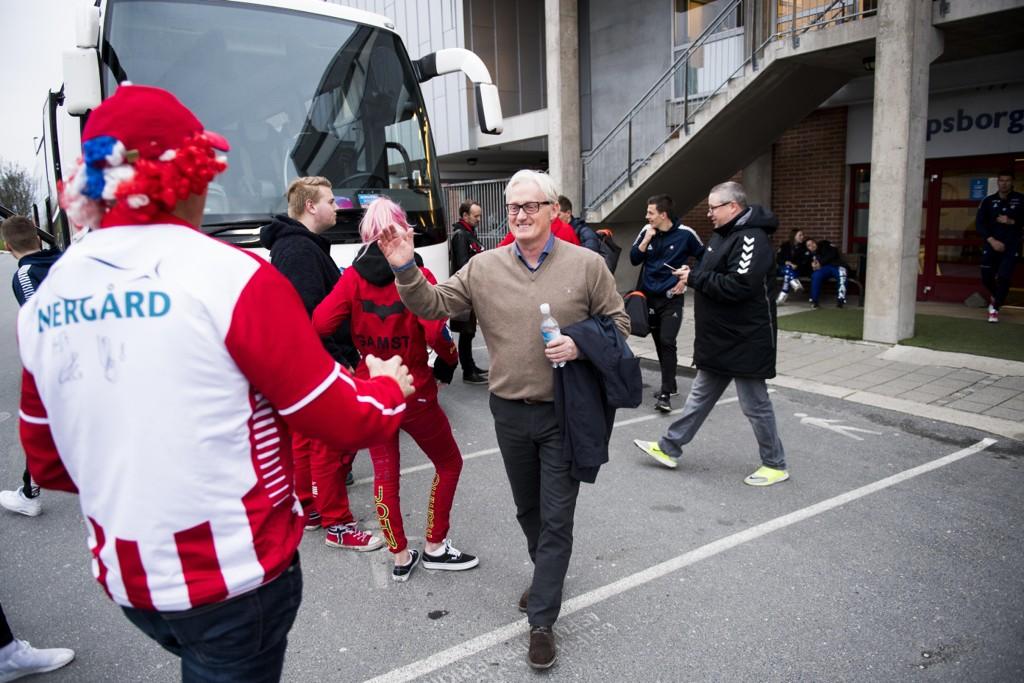 LEIER FLY: Et innleid charterfly får Tromsø-trener Bård Flovik og spillerne hjem i tide til 17. mai.