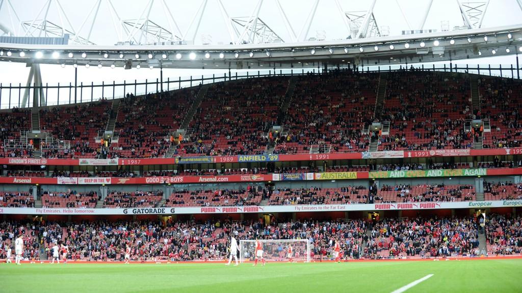 TOMME SETER: Det var flere tusen tomme seter på Emirates mandag kveld.
