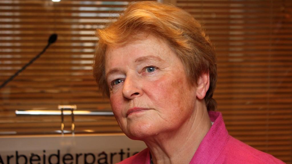 Gro Harlem Brundtland mener kritikken mot Jonas Gahr Støres «tåketale» har vært urettferdig,