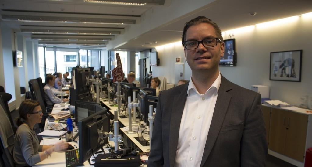 Seniorøkonom Marius Gonsholt Hov i Handelsbanken (bildet) mener det spøker lett for Norges Banks plan om å vente med enda et rentekutt til 2016.